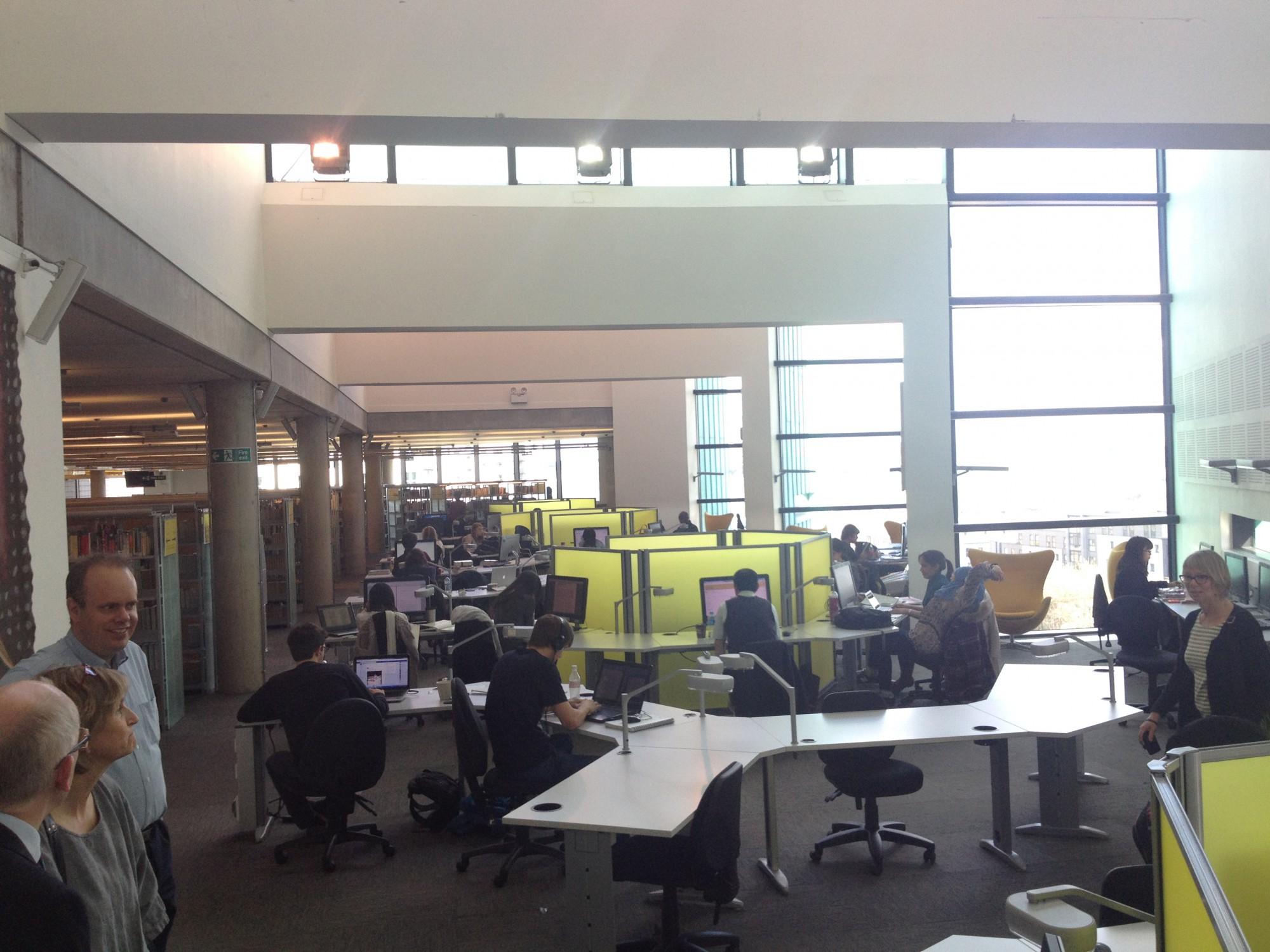 Över 4 kvm/studieplats ger en effektivare nyttjandegrad och ger möjlighet till både enskilt och gemensamt arbete.